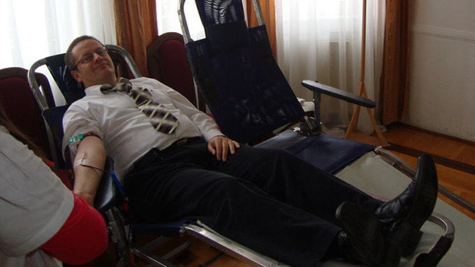 18-02-2013-rotari-davanje-krvi-1